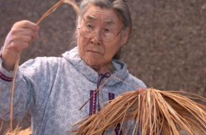 Bill Roth/Anchorage Daily News Native grass weaver Lena Atti, a Yup'ik form the village of Kwigillinok, teaches a class on how to weave grass socks at the Alaska Native Heritage Center which is part of the Exxon Mobil Master Artist Series. 040205